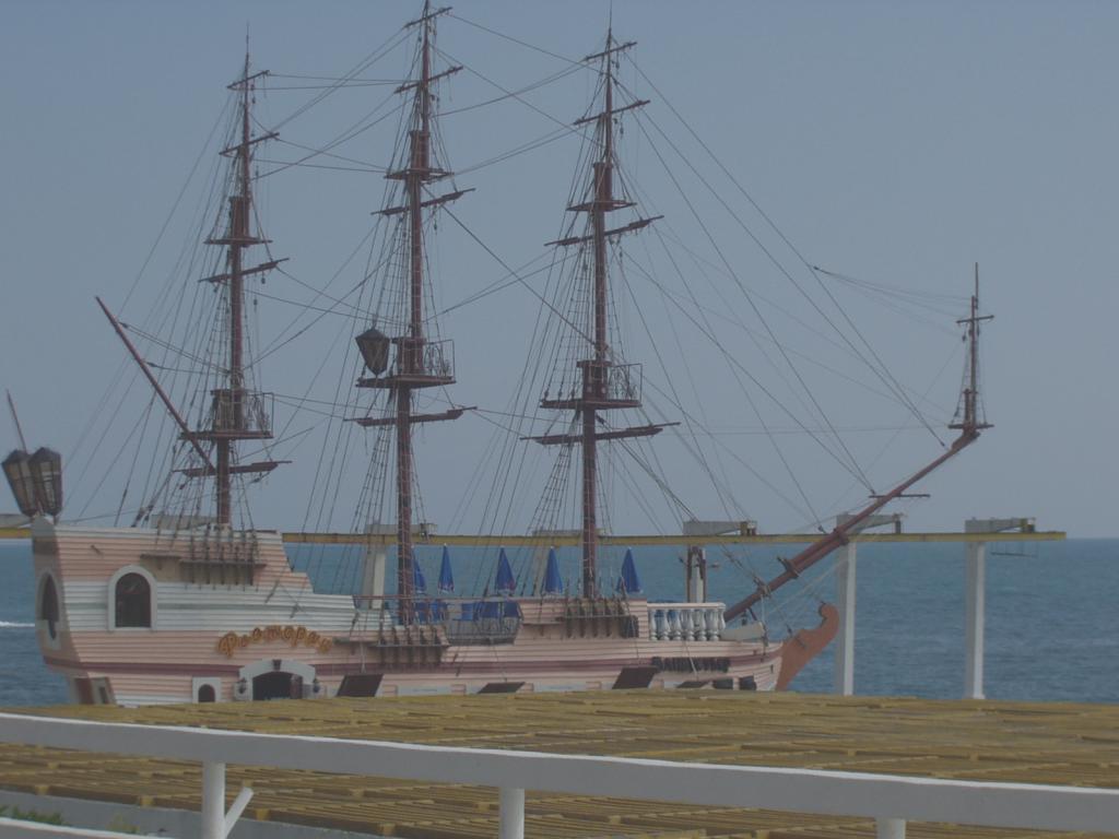 """Корабль на пляже """"Жемчужины"""""""